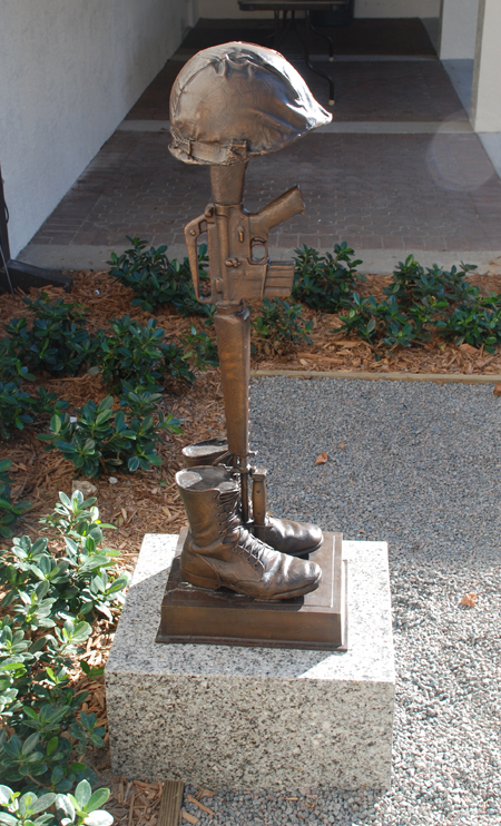 Viet Nam Battle Cross Fallen Soldier statue 13